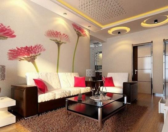 在加上客厅吊顶中的水晶大吊灯和小射灯的设计都为生活奠定出一种时尚